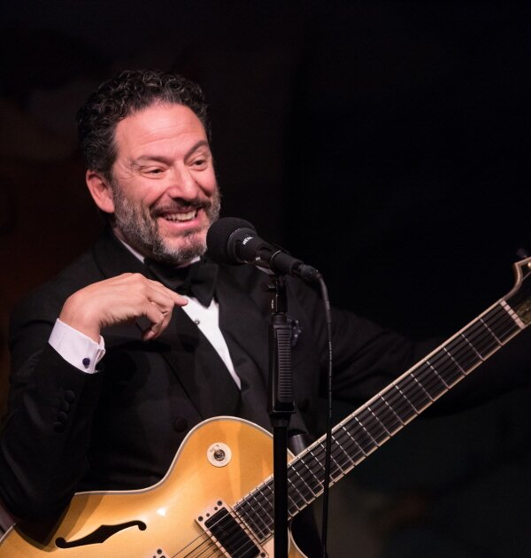 John Pizzarelli photo credit David Andrako 2017_04_25_Carlyle_02
